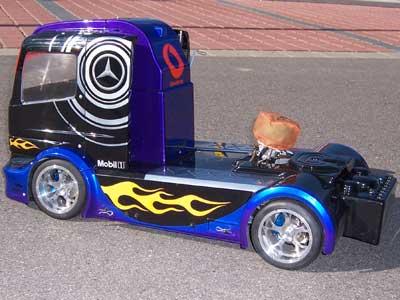FG AMG Racing Truck 1:5 von der Seite hinten