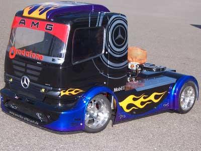 FG AMG Racing Truck 1:5 von der Seite
